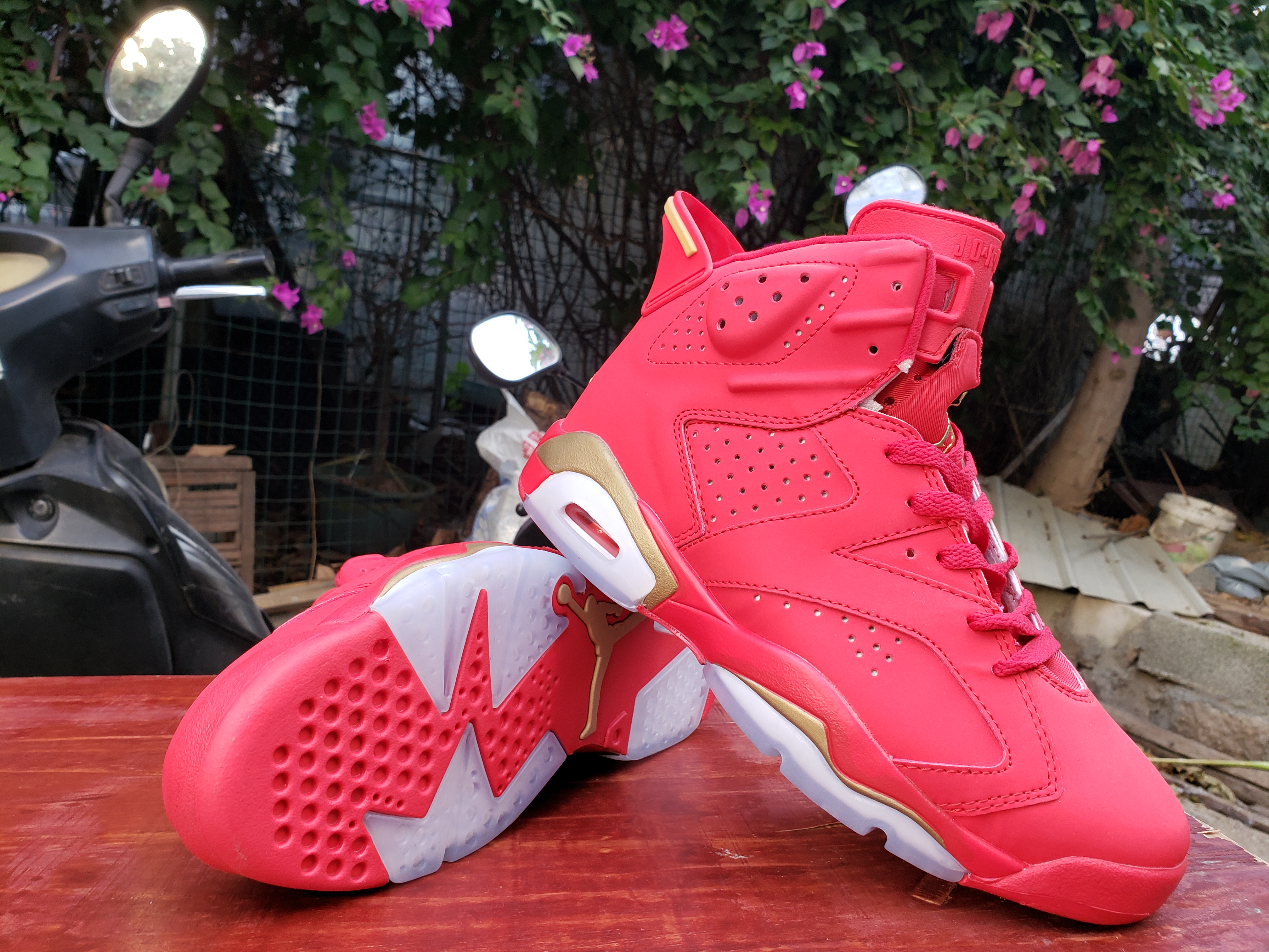 Air Jordan 6 Retro Red Gold