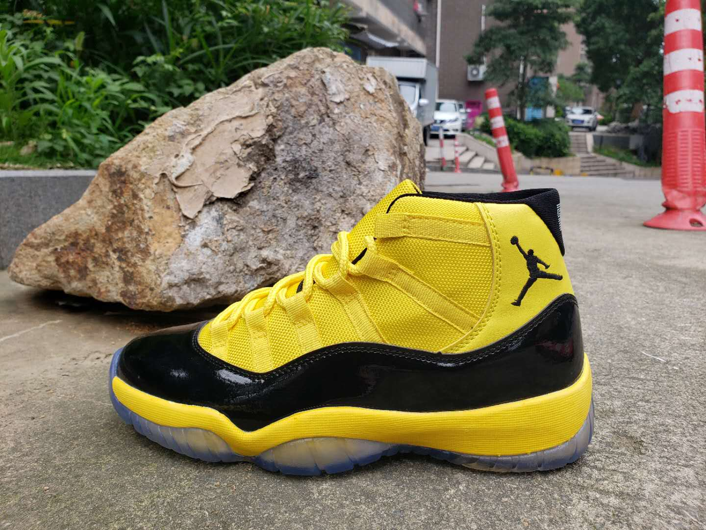 2019 Air Jordan 11 Retro Bumblebee